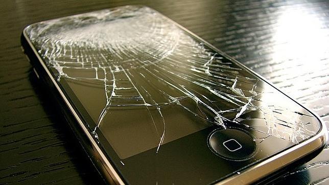 ¿Qué hacer cuando la pantalla del móvil se ha roto?